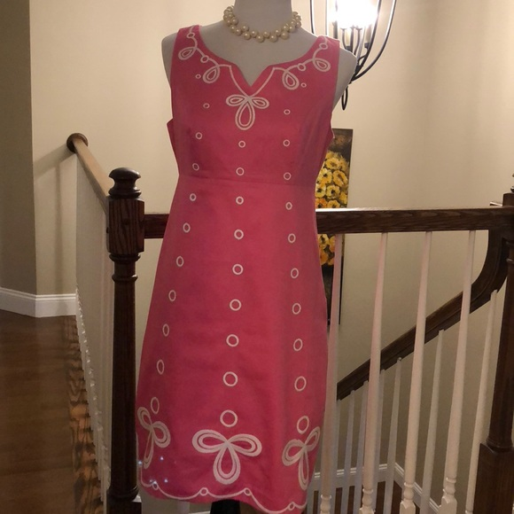Lilly Pulitzer Dresses & Skirts - Lilly Pulitzer sleeveless embroidered sheath.
